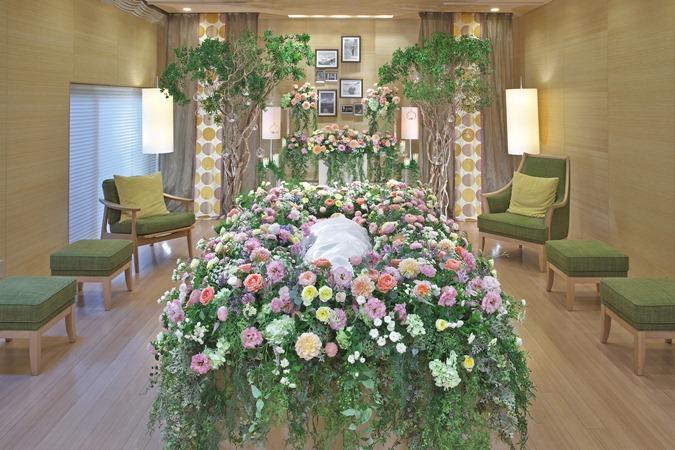 日比谷花壇こだわりのオリジナル花祭壇